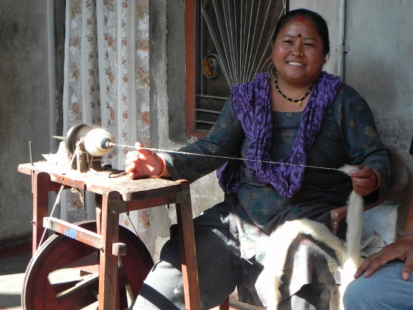 Hand spinning in Dunda
